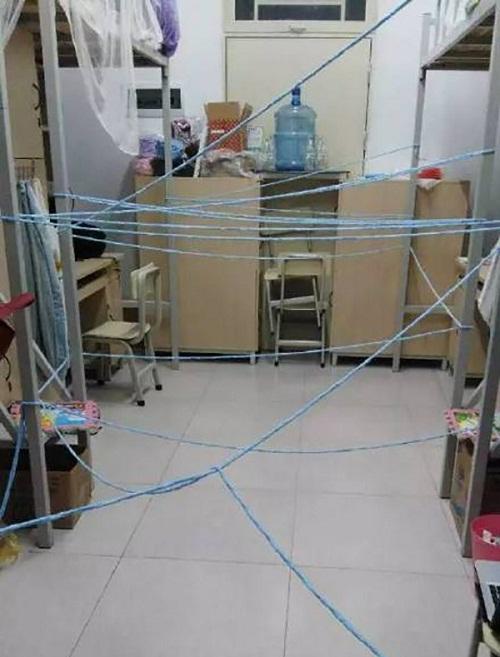 Bẫy tia lade kiểu sinh viên thế này thì trộm nào dám bén mảng?
