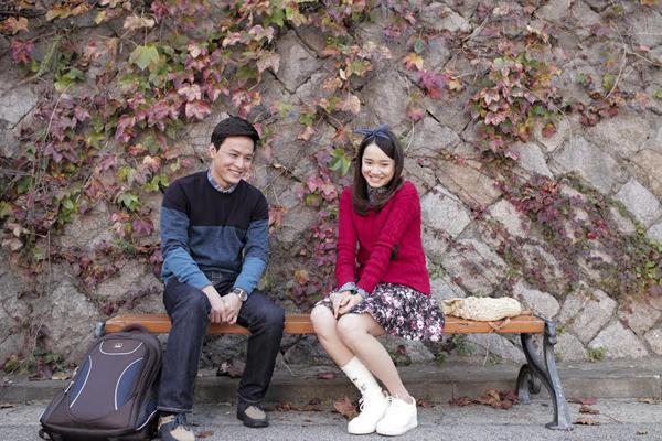 Hồng Đăng đóng cặp cùng Nhã Phương trong phim Tuổi thanh xuân. Nam diễn viên vào vai Khánh, đem lòng cảm mến Linh do Nhã Phương đóng từ thời còn là sinh viên ở Hàn Quốc. Sau đó nhiều năm, khi về Việt Nam, Khánh tình cờ gặp lại Linh và tình cảm của anh dành cho cô lại trỗi dậy. Tuy nhiên, Khánh chỉ có thể đứng từ xa mà ngắm nhìn vì Linh đã yêu Junsu (Kang Tae Oh đóng). Hồng Đăng đánh giá cao khả năng diễn xuất, tạo cảm hứng cho bạn diễn của Nhã Phương.