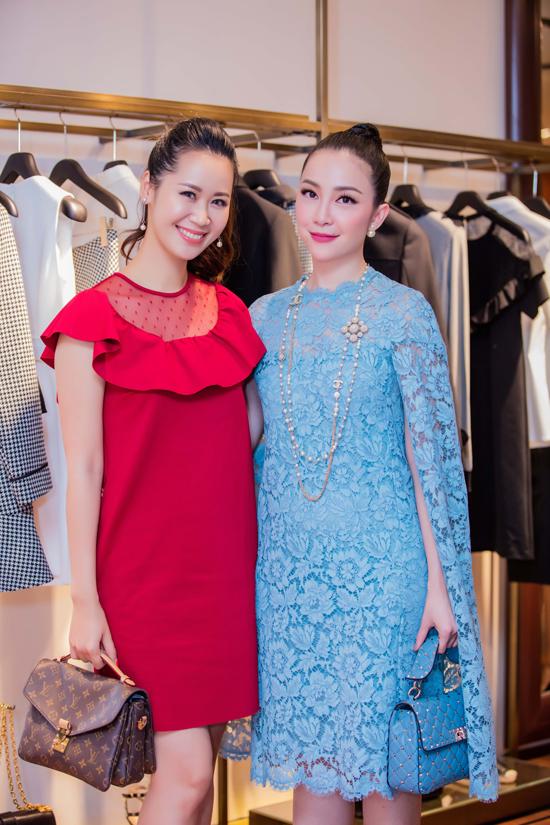 Dương Thùy Linh và Linh Nga có dịp hội ngộ và đọ sắc trước ống kính.