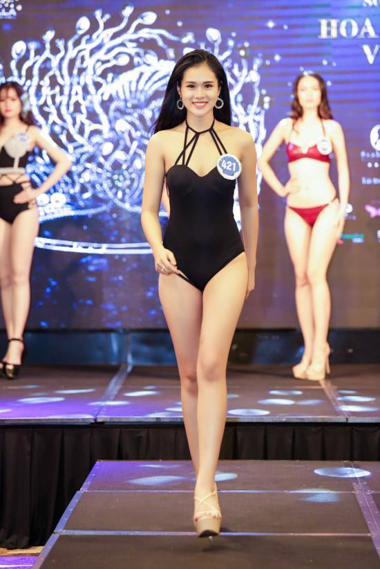 Nguyễn Thị Huyền Trang sinh năm 1996, cao 173cm đến từ Quảng Ninh. Cô là sinh viên Đại học Thành Đông.