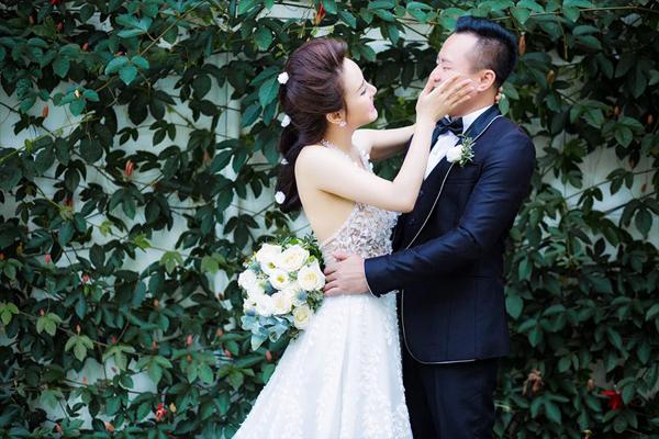 Ảnh cưới ngọt ngào của Vy Oanh và doanh nhân Thiện Lê.