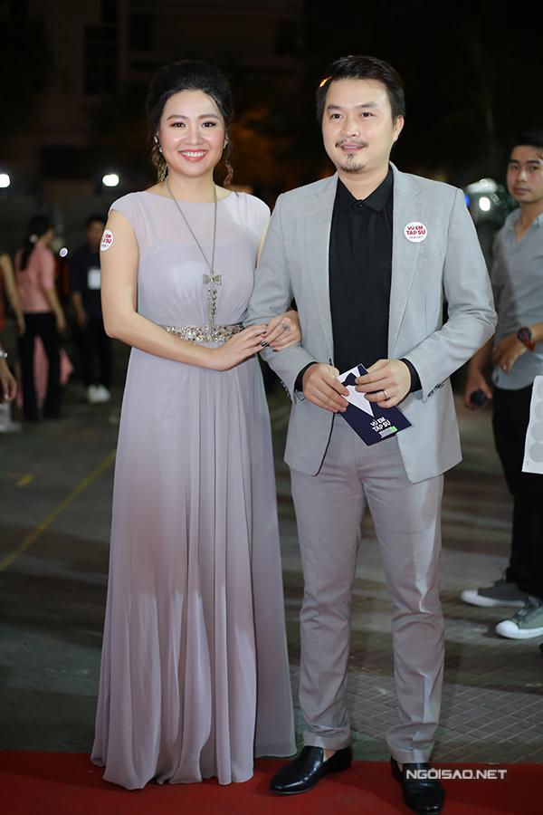 Vợ chồng Lê Khánh hào hứng tới thưởng thức phim điện ảnh mới.