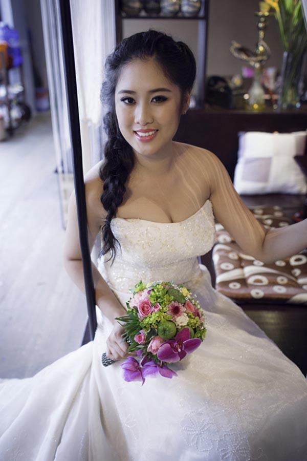 Thỉnh thoảng về nước thăm gia đình, Xí Ngầu có nhận chụp một số bộ hình thời trang, áo cưới... nhưng cô chưa có kế hoạch tái xuất showbiz.