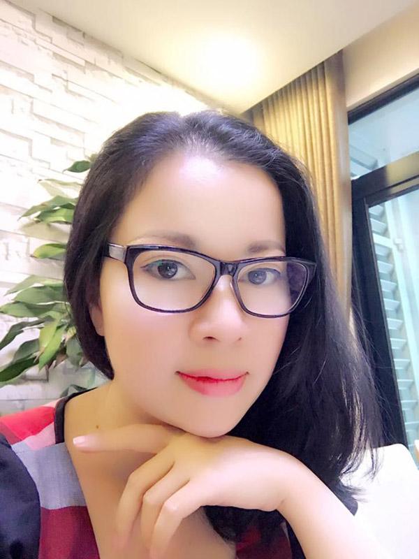 Khó có thể tin người phụ nữ đẹp nền nã này lại là mẹ của một ngôi sao nổi tiếng trong showbiz Việt.