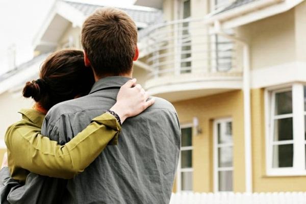 2 vợ chồng sẽ tự chủ hơn khi sống riêng.