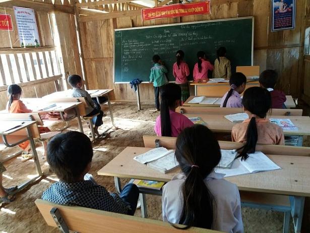 Thầy trò nơi đây quyết tâm bám bản dạy - học chữ.