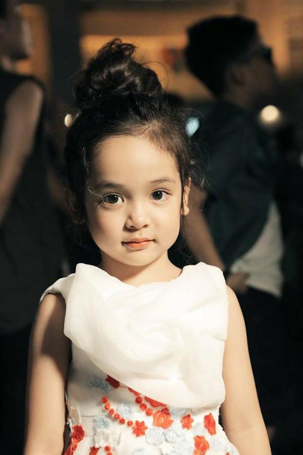 Vẻ xinh xắn, dễ thương của Chu Diệp Anh đốn tim nhiều khán giả. Cô bé thu hút gần 300.000 lượt thích trên Facebook và hơn 10.000 lượt theo dõi trên Instagram.