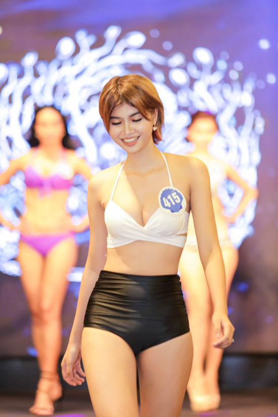 Nguyễn Thị Ngọc Tú sinh năm 1998, cao 170cm. Cô là sinh viên Đại học Kinh tế TP HCM.