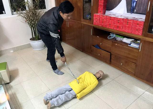 Trần Hoài Nam thực nghiệm lại hành vi tàn nhẫn với con trai đẻ của mình