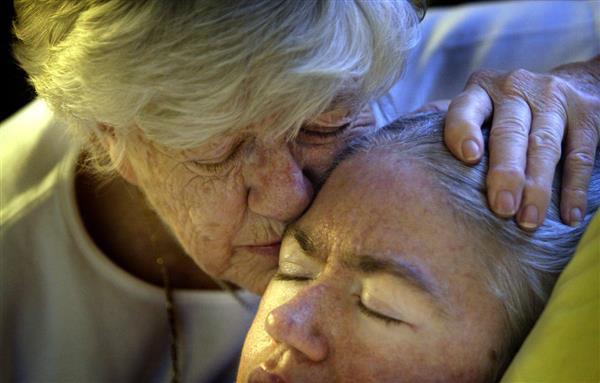 Bà đã giữ lời hứa với cô con gái bé bỏng của mình trong suốt gần 40 năm qua. (Ảnh: Facebook)