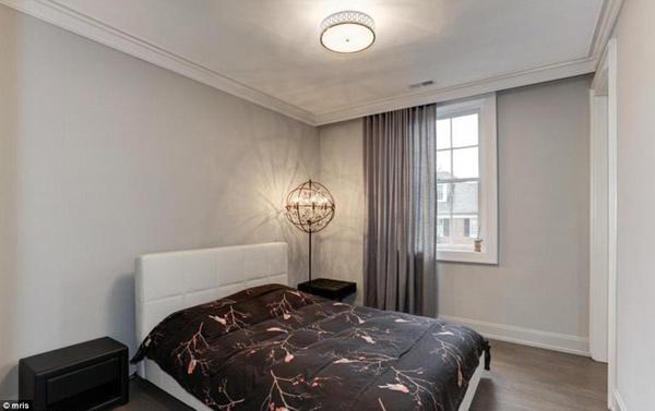 Căn biệt thự được nhà Ivanka mua hồi tháng 12 và cặp vợ chồng cũng chi tiền để sửa sang lại không gian sống bên trong sao cho phù hợp với phong cách của gia đình.