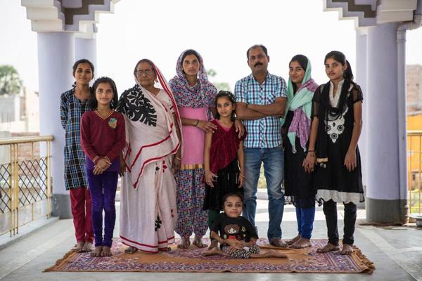 Bác sĩ Manoj Kumar Choudhary, một chuyên gia phẫu thuật và tư vấn chỉnh hình, tại bệnh viện Khageshwar, cho hay trường hợp của Sabal rất hiếm. Ông không thể dùng thạch cao để xử lý các vết xương gãy, vì thế chúng rất khó liền. Theo ông Manoj, tình trạng này đôi khi xảy ra do bố mẹ là họ hàng gần, một điều xảy ra khá phổ biến ở Ấn Độ. Theo The Sun, bố mẹ Sabal là anh chị em con chú con bác.
