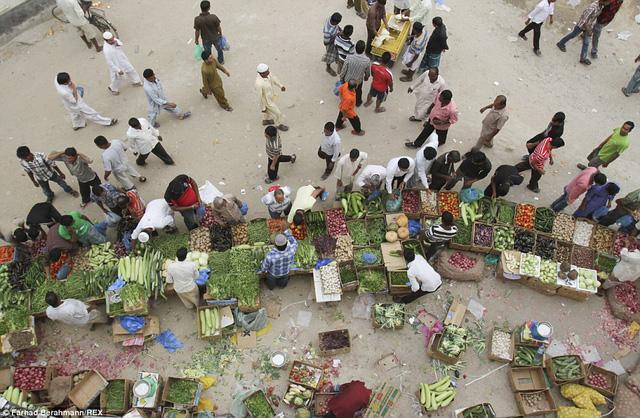 Góc chợ tạm dành cho người lao động nghèo.