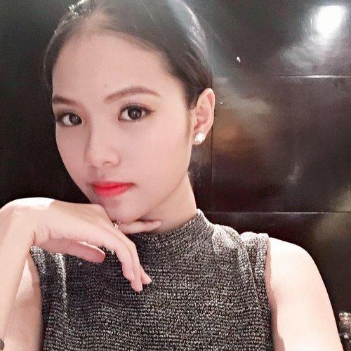 Trên trang cá nhân, Khánh Linh nhận được nhiều sự quan tâm, khen ngợi của bạn bè vì nhan sắc.