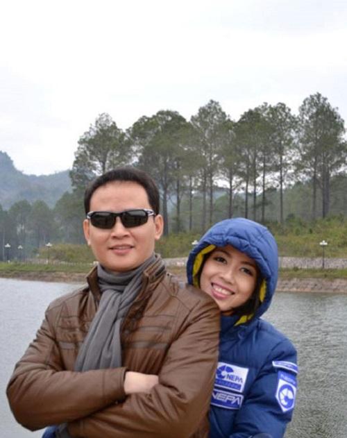 Tùng Dương cùng người vợ hiện tại.