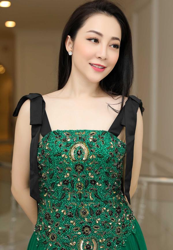 Ở tuổi ngoài 30, nữ diễn viên vẫn rất xinh đẹp, quyến rũ.