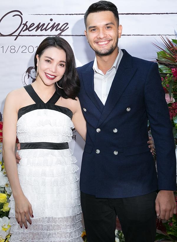 Trà Ngọc Hằng và người mẫu Nikolai.