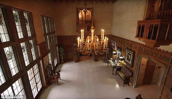 Đây cũng là nơi Hugh Hefner tổ chức những bữa tiệc linh đình, thâu đêm suốt sáng với nhiều chân dài và ngôi sao đình đám.