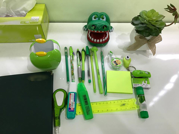 Văn phòng phẩm xanh, từ bút bi, dập ghim đến bút xóa, keo dán...