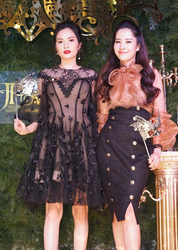 Hoa khôi Nam Em đi cùng bạn thân Diệu Linh.