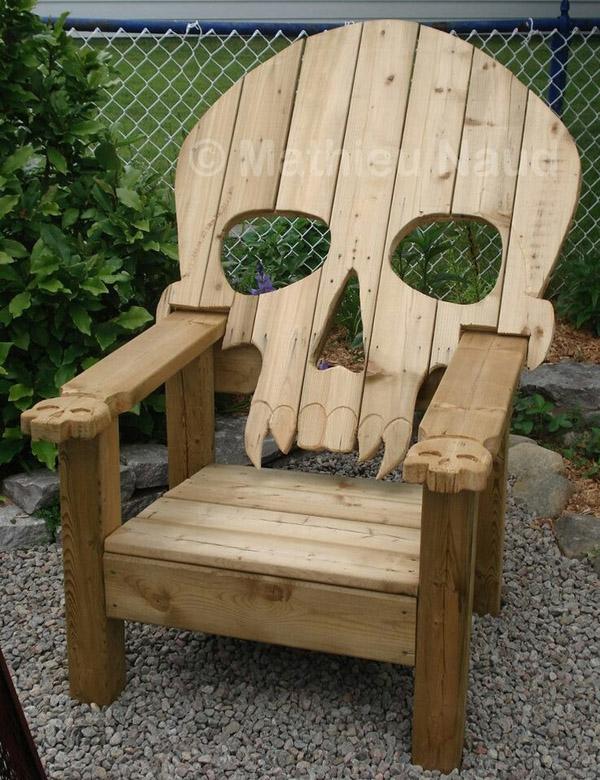 Ghế gỗ hình đầu lâu.
