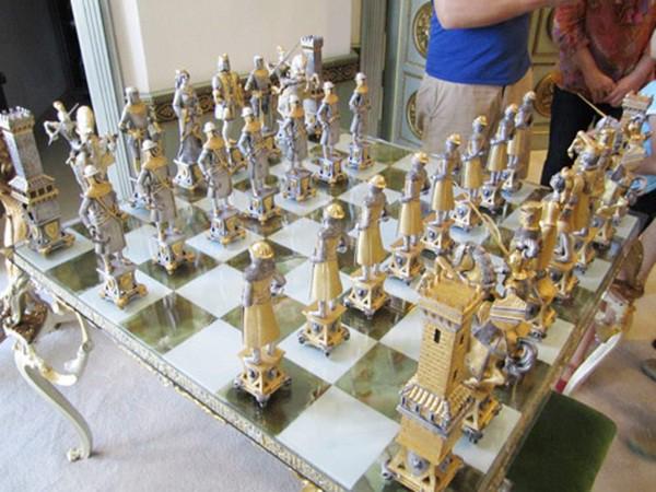 Bộ cờ vua dát vàng được ông Jonathan Hạnh Nguyễn yêu thích.