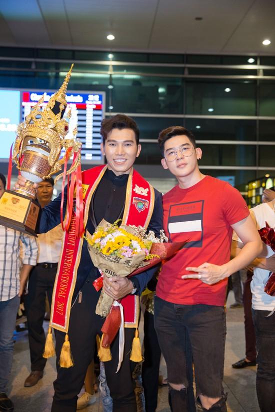 Siêu mẫu Minh Trung cũng là một đồng nghiệp thân thiết của Ngọc Tình.