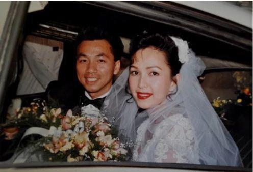 Hình ảnh hiếm hoi của Diễm My và chồng doanh nhân Việt kiều trong đám cưới được tổ chức vào năm 1994.