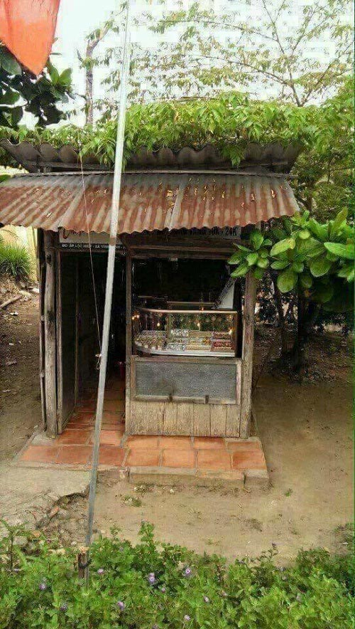 Cửa hàng bán vàng độc lạ này đã có lâu năm ở xã Vĩnh Bình, huyện Chợ Lách, tỉnh Bến Tre.