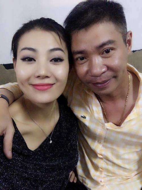 Cô khá thân thiết với NSƯT Công Lý tại Nhà hát Kịch Hà Nội.