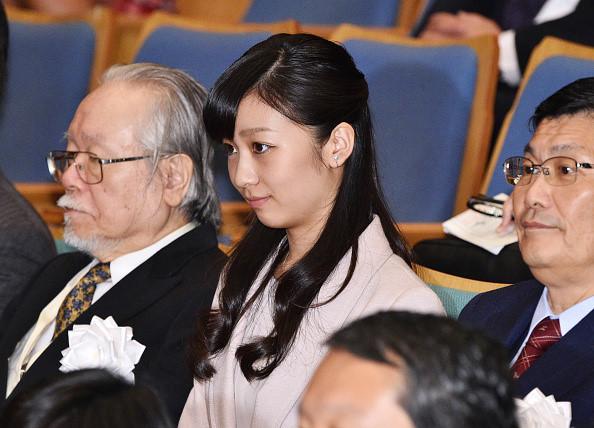 Công chúa Kako tham dự cuộc thi diễn thuyết toàn quốc dành cho thanh thiếu niên ở Tokyo, Nhật Bản, ngày 8/11/2015. Công chúa Kako được cho là yêu thích môn tâm lý học và nghệ thuật. Ảnh: Asahi Shimbun.