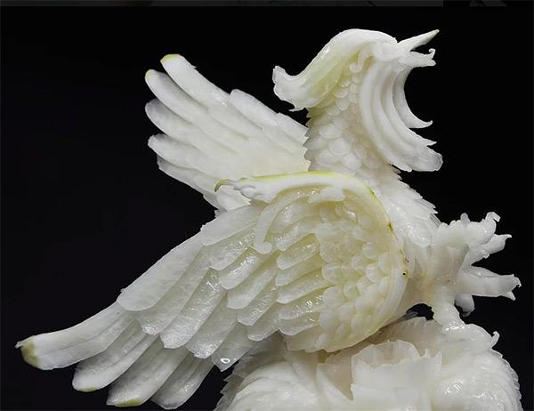 Củ cải trắng lột xác thành chim công.