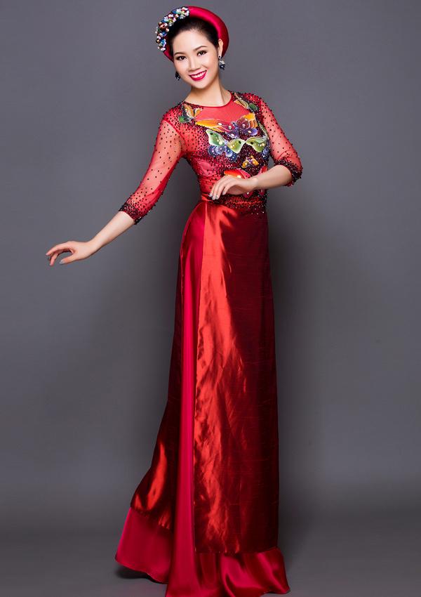 Nhiếp ảnh: Bảo Lê, trang điểm và làm tóc Hùng Việt.
