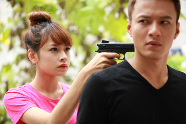 Năm 2013, Hồng Đăng đóng cặp với Chi Pu trong phim Giọt nước rơi. Nhận xét về hot girl gốc Hà Nội, nam diễn viên cho biết anh thích sự hồn nhiên, trong sáng và cách làm việc chuyên nghiệp của bạn diễn.