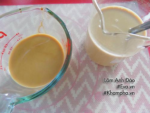 Bước 7: Cuối cùng cho trân châu ra ly, đổ trà sữa vào là hoàn tất, bạn đã có cốc trà sữa thật ngon rồi đấy.
