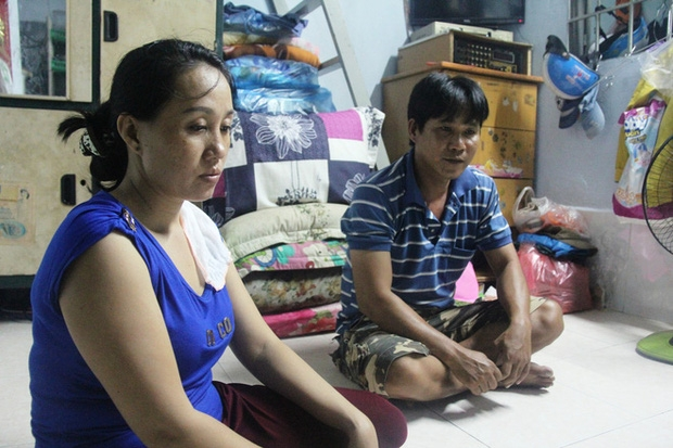 Vợ chồng chị Duyên làm buôn bán rau tại chợ Phú Nhuận.