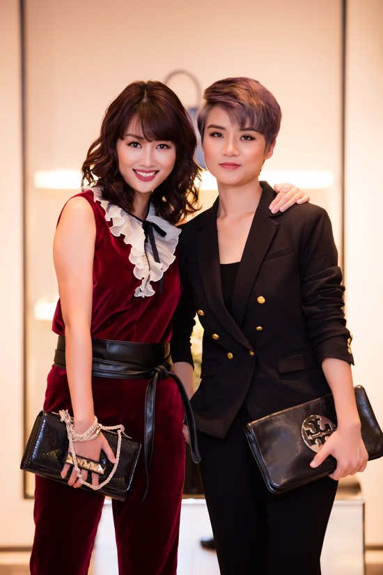 Tối qua, cô sóng đôi bên bạn thân BTV Thùy Dung đến sự kiện.