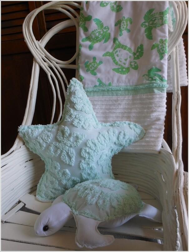 8. Tự tay khâu một chiếc gối tựa hình sao biển hay chú rùa biển xinh xắn, vừa tạo cảm giác êm ái cho các bé khi ngồi vừa giúp căn phòng đẹp và đáng yêu hơn.