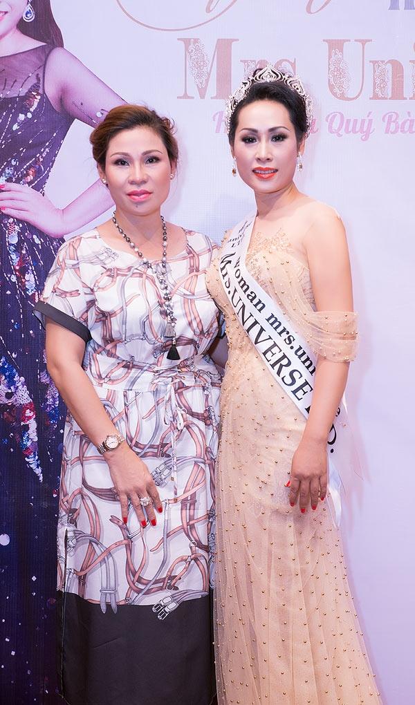 Vợ của Kinh Quốc là doanh nhân thành đạt ở Vũng Tàu, cô là bạn thân của người đẹp Top 6 Mrs Universe 2017 Hạnh Lê.