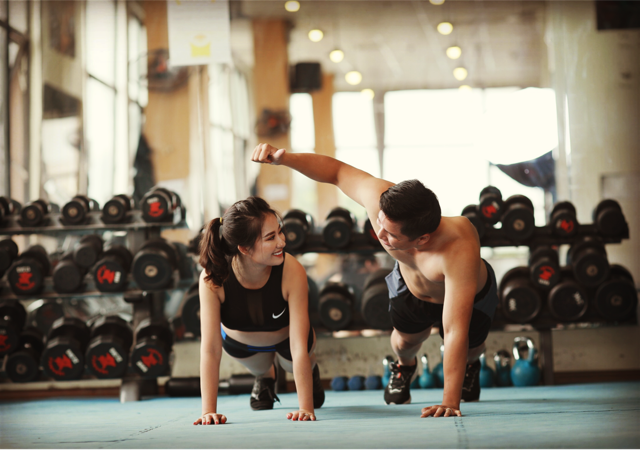 Tình yêu của hai người gắn liền với phòng tập gym.