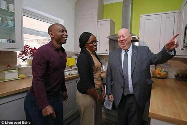 Giờ đây, hai vợ chồng có thể tự hào giới thiệu căn nhà của mình với mọi người, và với cả Joe Anderson - Lãnh đạo hội đồng thành phố