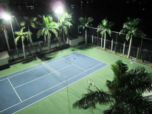Sân tennis.