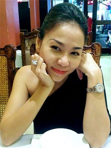 Thu Minh với mẫu nhẫn kim cương khác biệt và đồng hồ hàng hiệu.