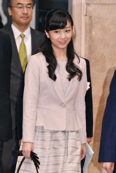 Công chúa Kako có dáng người mảnh dẻ. Cô yêu thích các bộ môn như trượt băng nghệ thuật, khiêu vũ và có thành tích nổi bật trong các môn thể thao. Cô nổi tiếng là người năng động và độc lập. Cô từng quyết định rút khỏi Đại học Gakushuin, trường đại học được lựa chọn cho các thành viên của gia đình Hoàng gia, và đăng ký học tại Đại học Cơ đốc giáo Quốc tế, nơi chị gái cô từng theo học. Ảnh: Asahi Shimbun.