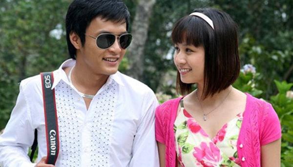 Vi Cầm cũng là một trong những người tình màn ảnh của Hồng Đăng. Cả hai cùng tham gia Nhà có nhiều cửa sổ. Phim lên sóng từ năm 2009 và được chú ý vì được chiếu vào khung giờ vàng của VTV1 và phản ánh nhiều vấn đề nổi cộm trong đời sống xã hội, đặc biệt là giới trẻ.