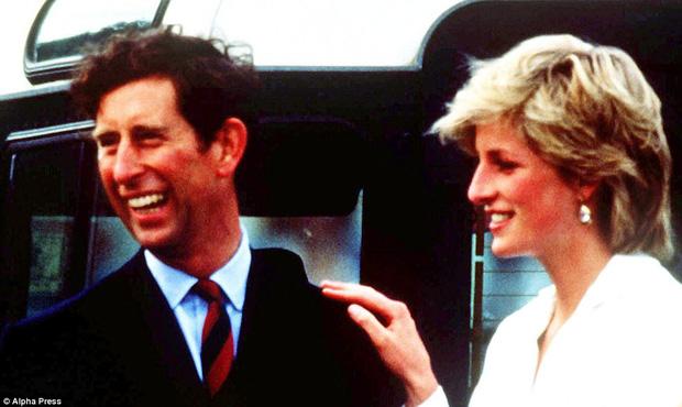 Những cử chỉ thân mật của vợ chồng Công nương Diana và Thái tử Charles từng được báo giới Anh hết lời ca tụng.