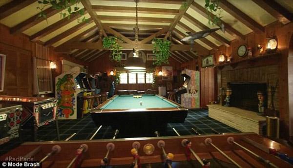 Phòng giải trí với vô vàn trò tiêu khiển phục vụ chủ nhân và khách đến chơi.
