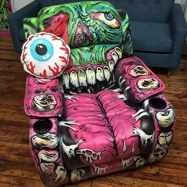 Bạn có thể sắm những chiếc ghế êm ái có in hình 3D khá chân thực này.