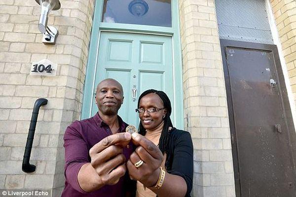 Hai vợ chồng Sam đã trở thành ví dụ kiểu mẫu cho chương trình Những ngôi nhà 1 bảng Anh của thành phố