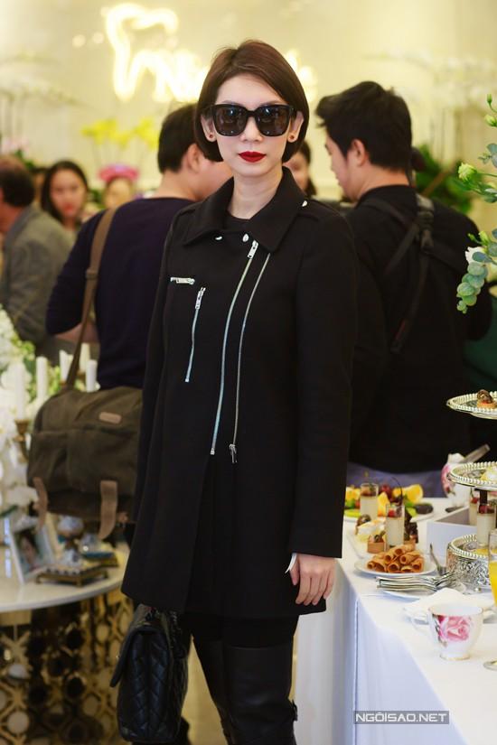 Cựu người mẫu Xuân Lan giữ phong thái lạnh lùng quen thuộc trong mỗi lần xuất hiện.